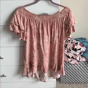 Romeo + Juliet Couture off should pink top